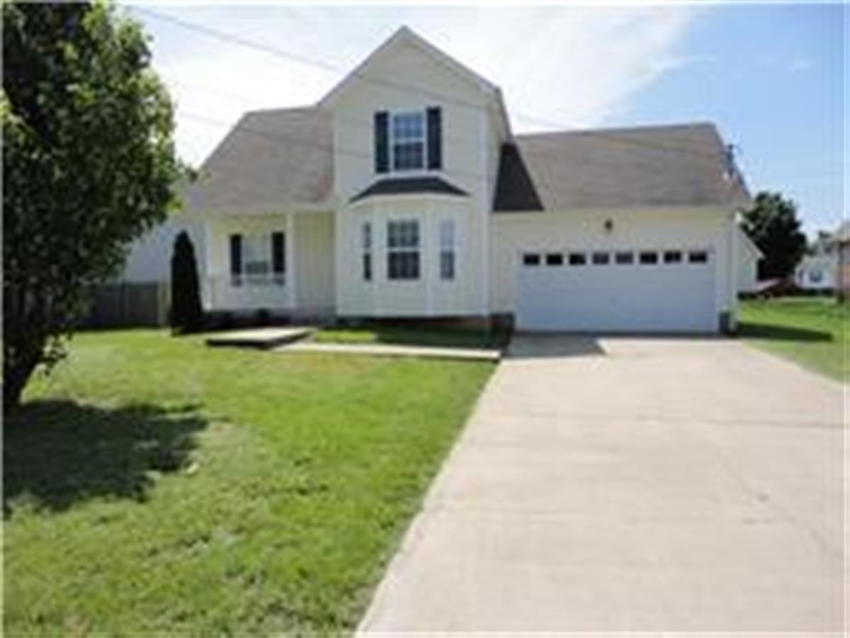 4 br 2 car garage rental home apartment in clarksville tn for Rental garages