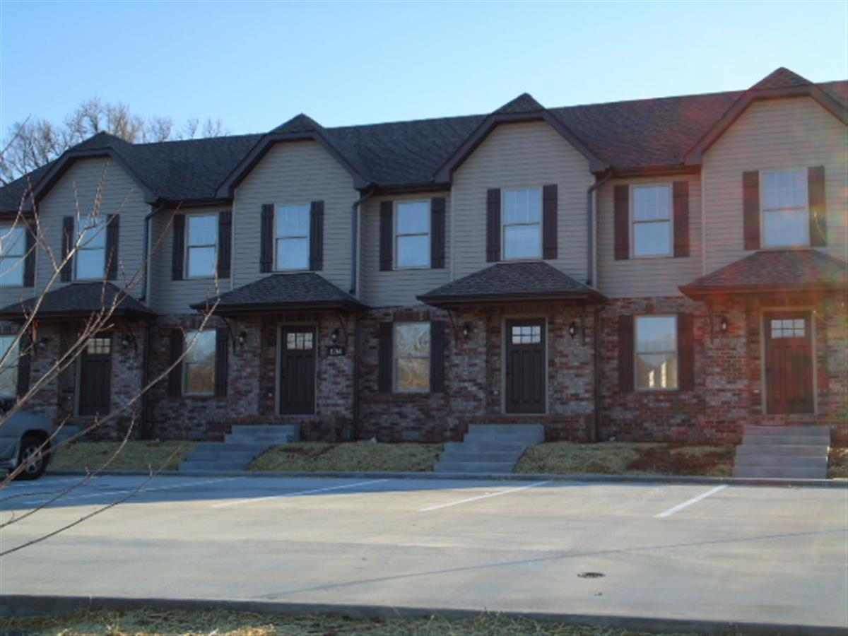 Spring water drive townhomes apartment in clarksville tn for Home builders clarksville tn
