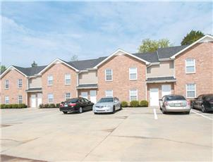 Springhouse Townhomes apartment in Clarksville, TN