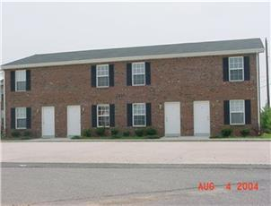 Waters Edge Townhomes apartment in Clarksville, TN